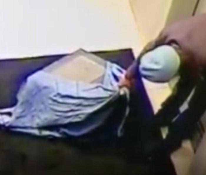 Узбечка с сайта знакомств утащила из квартиры пожилого бизнесмена сейф с тремя миллионами весом в 50 кг Знакомства, Девушки, Деньги, Новости, Кража
