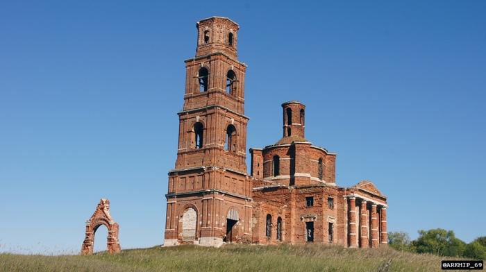 Заброшенная церковь Казанской иконы божьей матери в Липецкой области