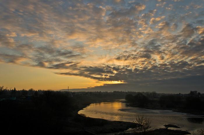 Рассветное утро над рекой