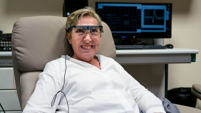 Good news, everyone. Испанский нейроинженер смог частично вернуть зрение слепой пациентке. Киберпанк начинается Хирургия, Goodnewseveryone!, Киберпанк