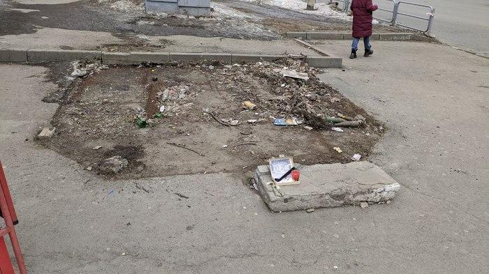 Просто памятник Ларьку в Челябинске