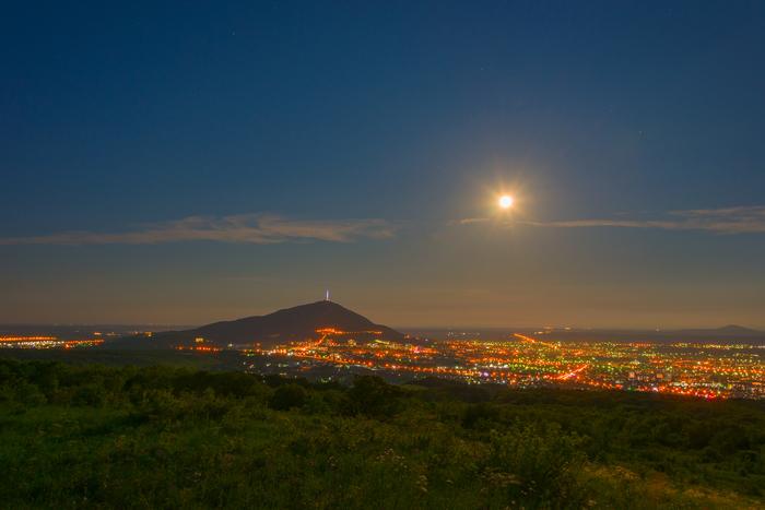 Сегодняшнее полнолуние и закат над Пятигорском