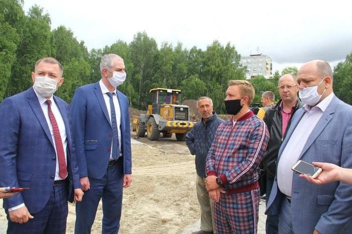 Фото дня когда шел на кастинг Джентльменов Гая Ричи, но попал на совещание омских чиновников