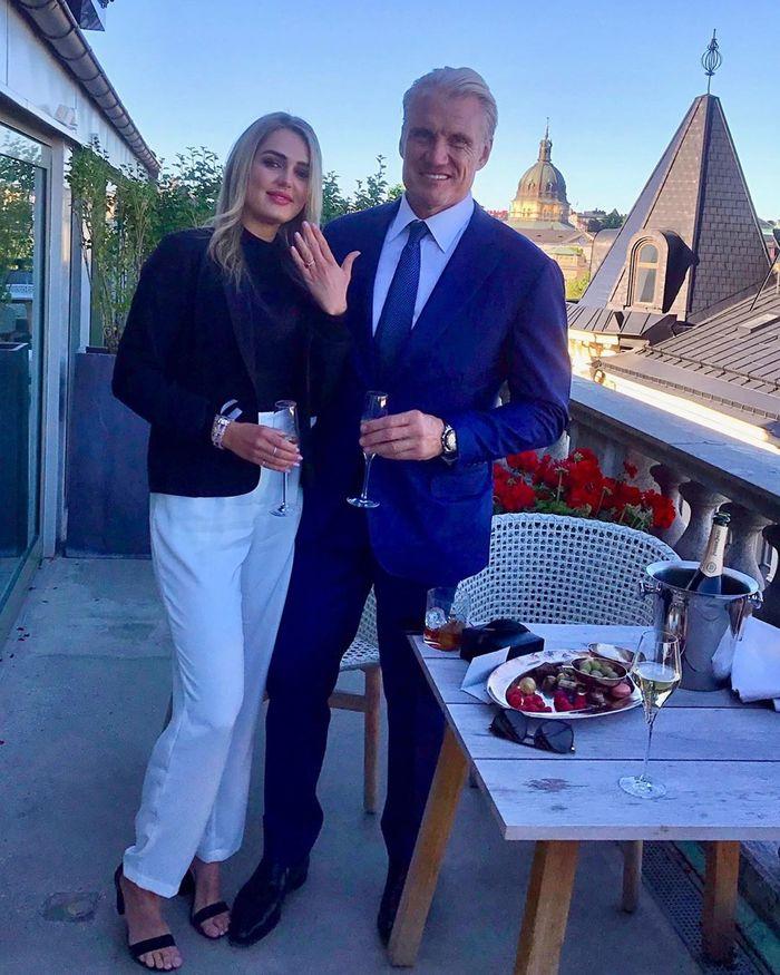 Дольф Лундгрен и его личный тренер и невеста Эмма Крокдал празднуют помолвку