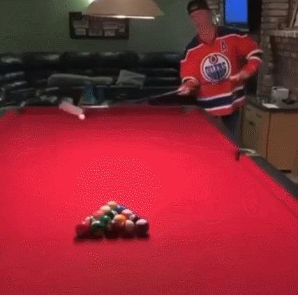 Канадцы играют в бильярд