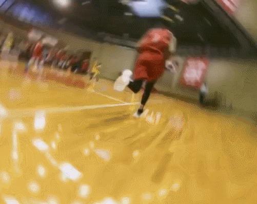 С такой камеры баскетбольный матч выглядит просто сумасшедше