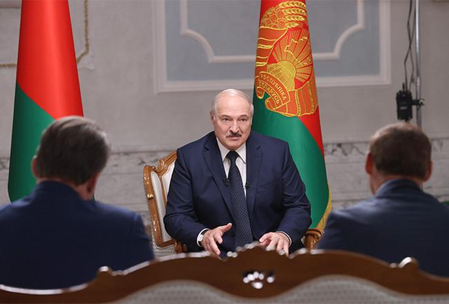 Американцы увидели изкосмоса, дали сигнал вцентр, илюди разбежались. Лукашенко объяснил свое появление савтоматом