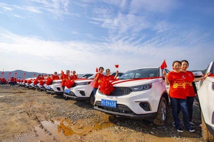 Компания подарила сотрудникам 4 116 новых автомобилей в качестве бонуса Китай, Авто, Премия, Подарки