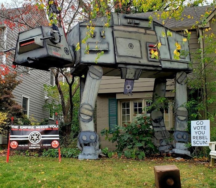 """""""Кажется, мой сосед немного увлекается """"Звёздными войнами"""", но я всё ещё не до конца в этом уверен..."""""""