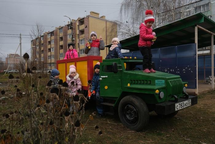 Ещё один грузовик)