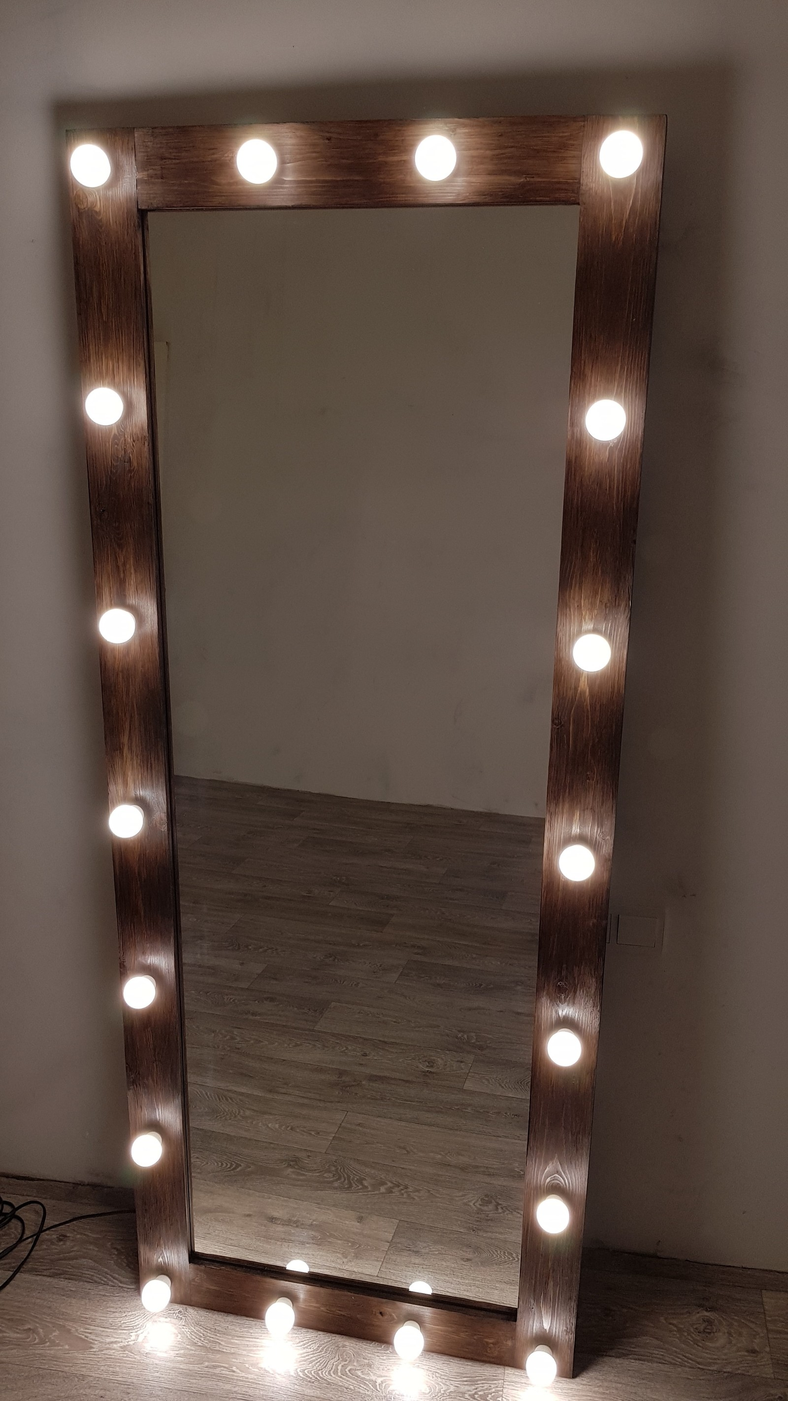Гримерное зеркало с лампочками своими руками фото 151