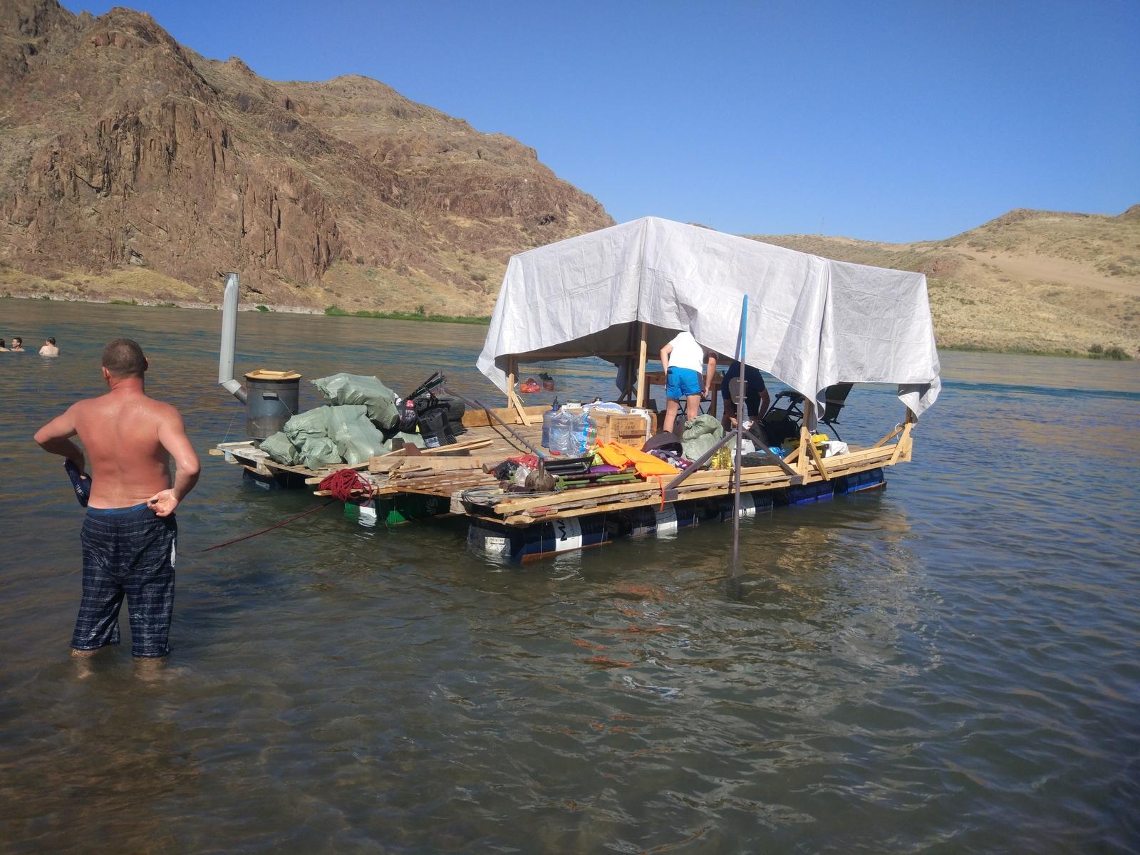 Как сделать плот для сплава по реке Далее, готов, Грузим, теоретически, сделано, удержать, крепим, отплытия, несколько, чтобы, бочек, направляющие, полосе, проволокой, зачерпнуть, навеса, Навес, нужен, Какой, прочее