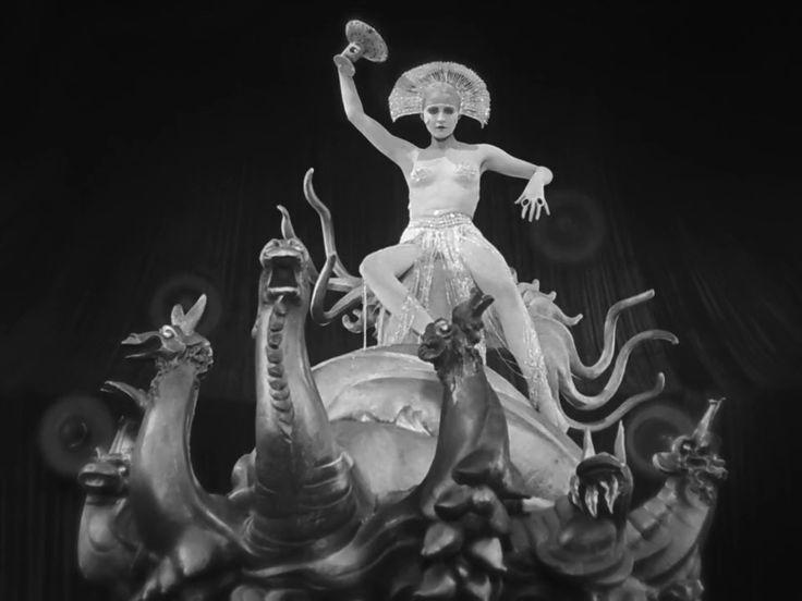 cherno-belie-retro-filmi-zastukali-za-drochkoy-i-nakazali