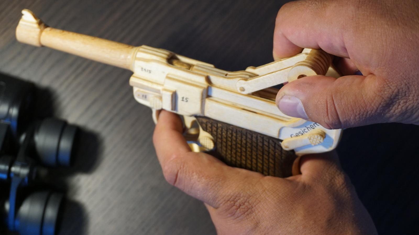 Люгер Парабеллум Р.08 из дерева своими руками можно, Люгер, имитацией, сложный, механизмом, всегда, выкройки, конце, сборке, разобрать, сделано, только, самом, вариант, Упрощенный, разбивкой, финиша, Инструкции, Выкройки, работу