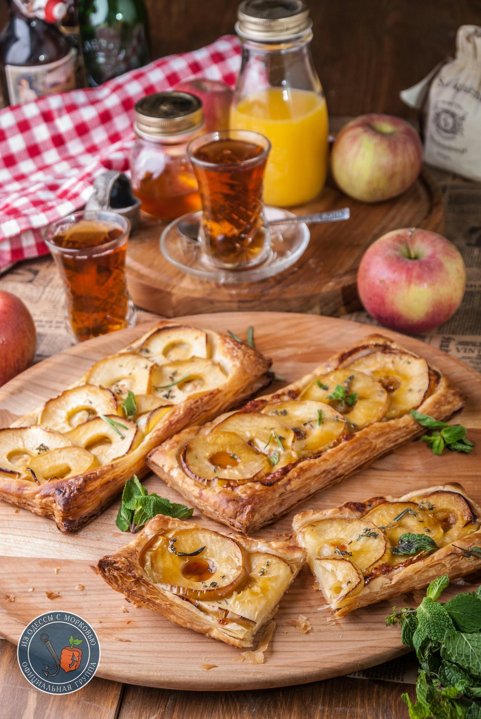 Слойка с яблоками из слоеного бездрожжевого теста рецепт с фото ... | 2390x1600