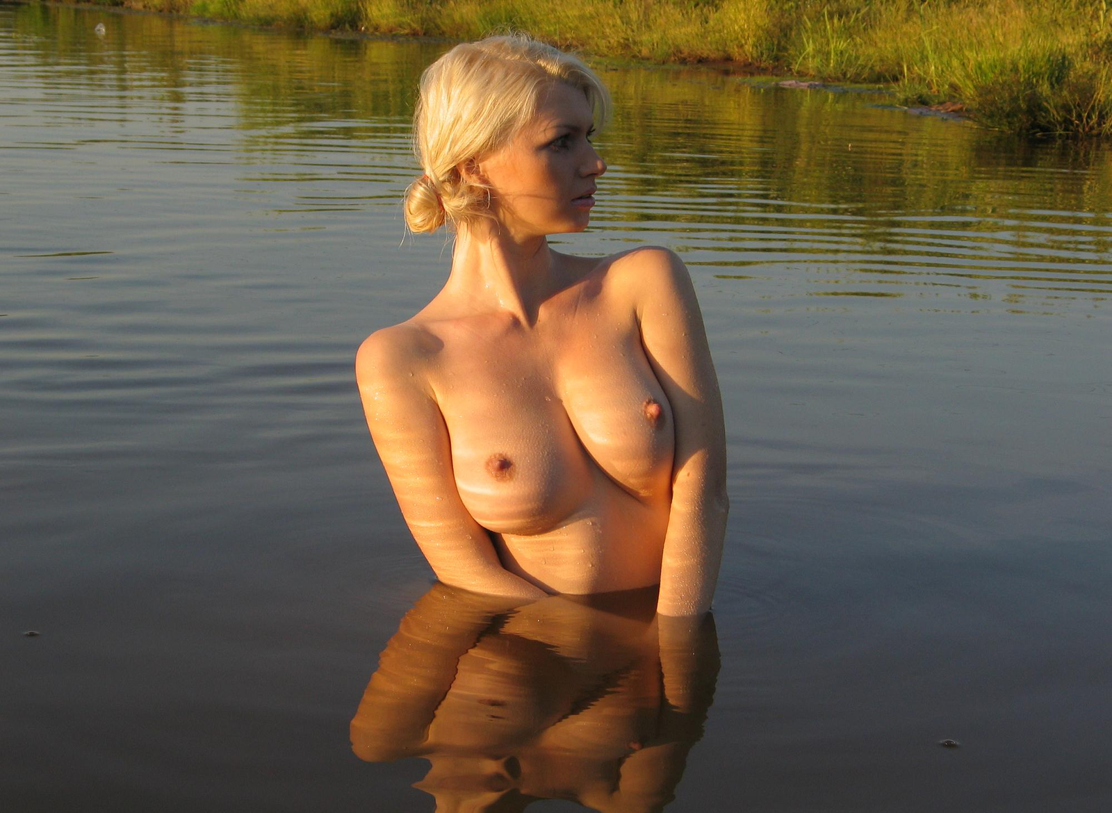 Жена дому фото сиськи на пруду спящих