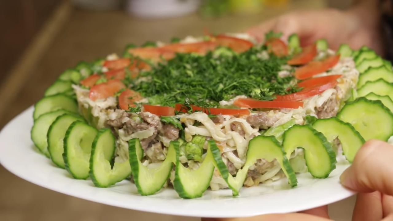 Праздничные салаты и мясо