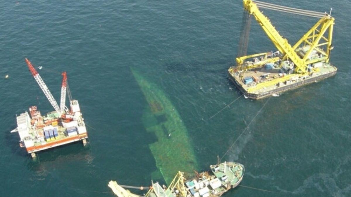 Как морские спасатели резали пароход