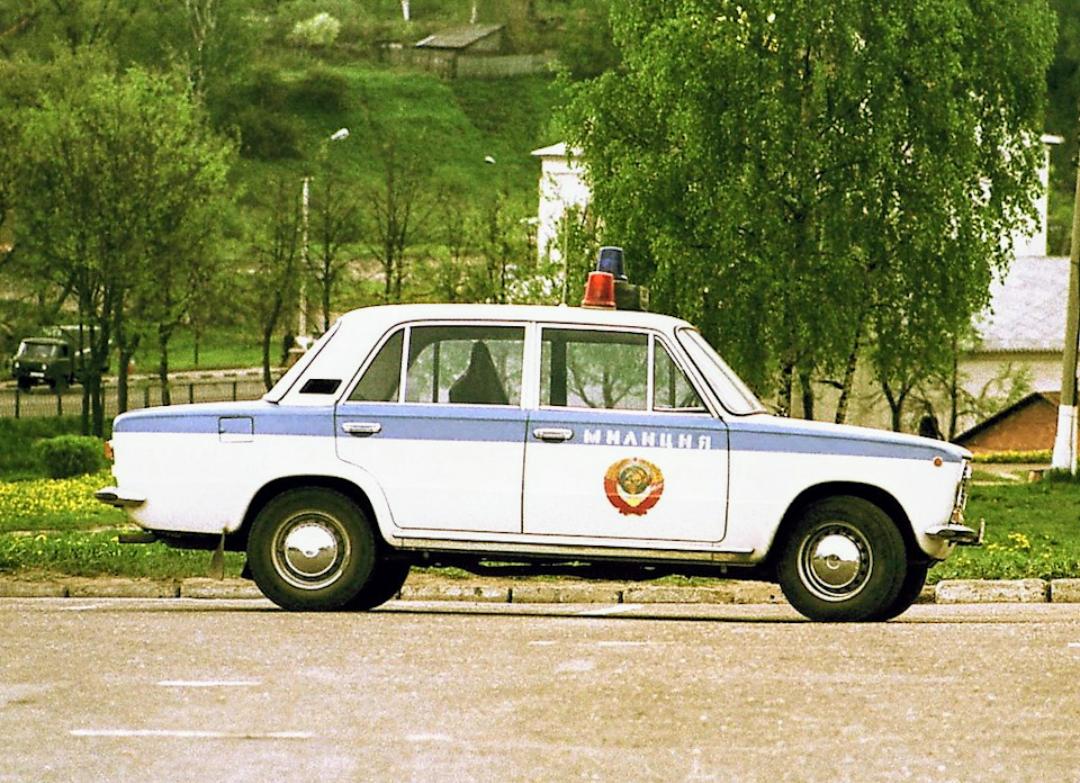 почему машины милиции ссср красили в желтый