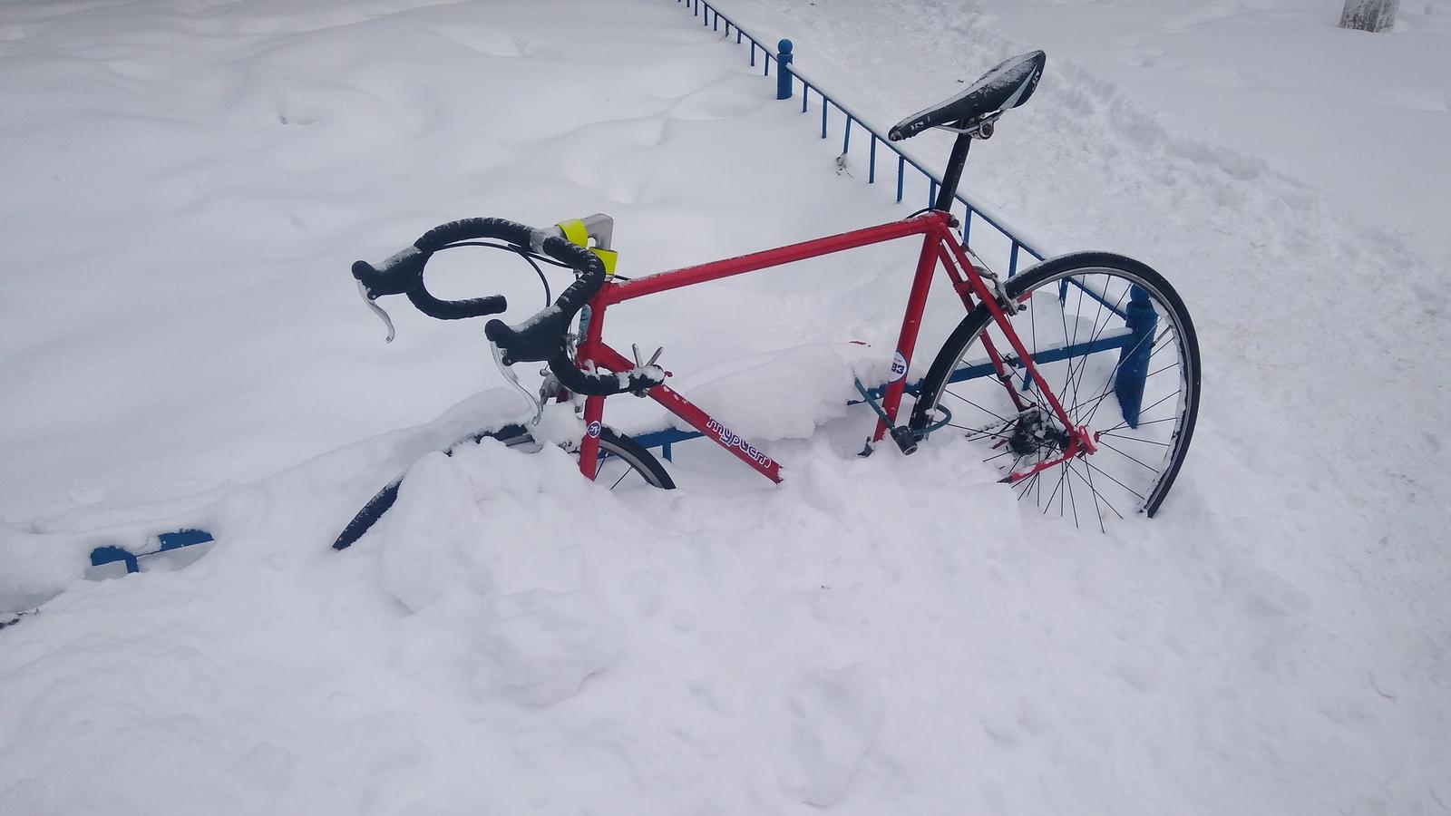 Обои велосипед, Дверь, сапоги. Разное
