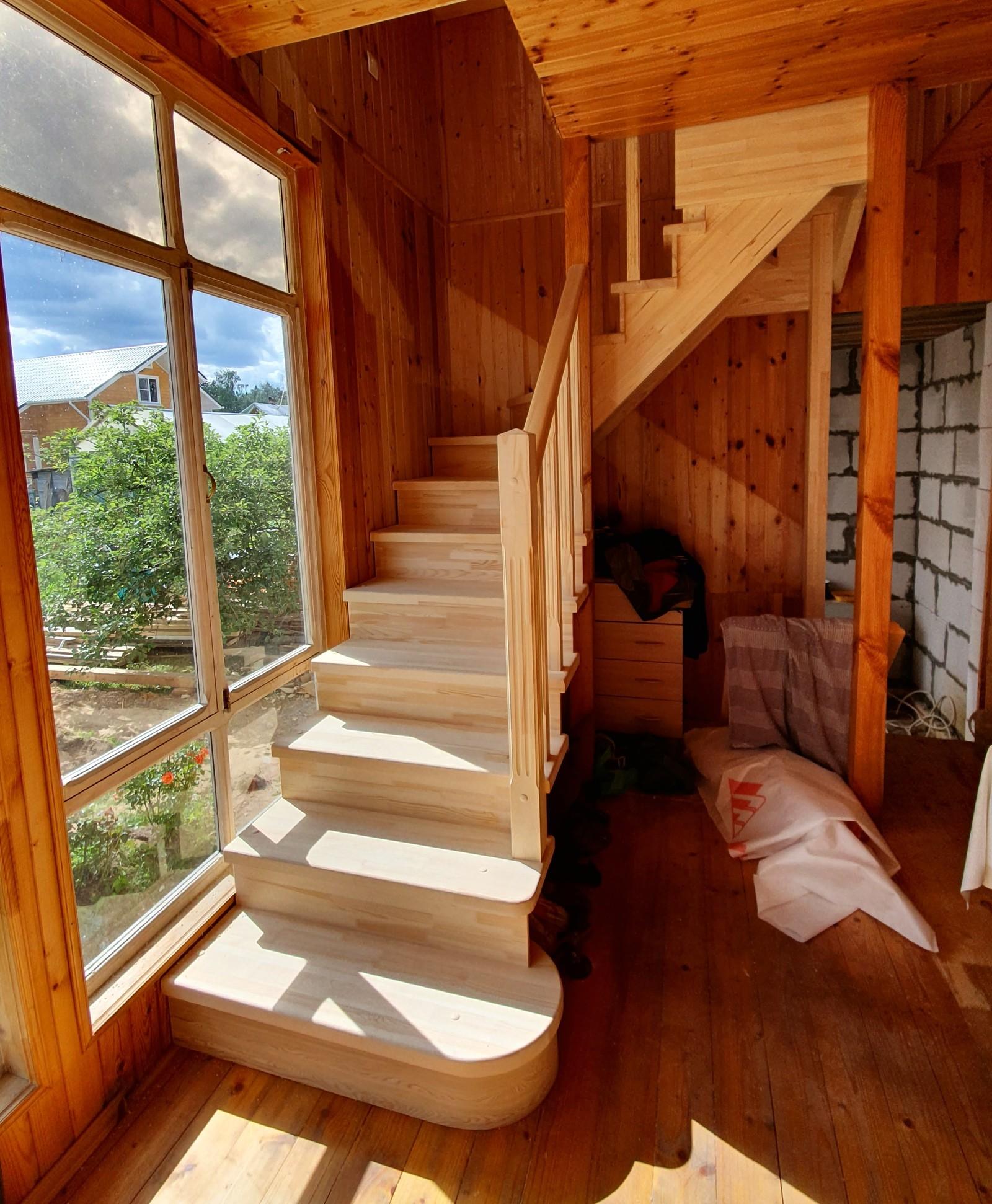 Показать фото лестниц на даче