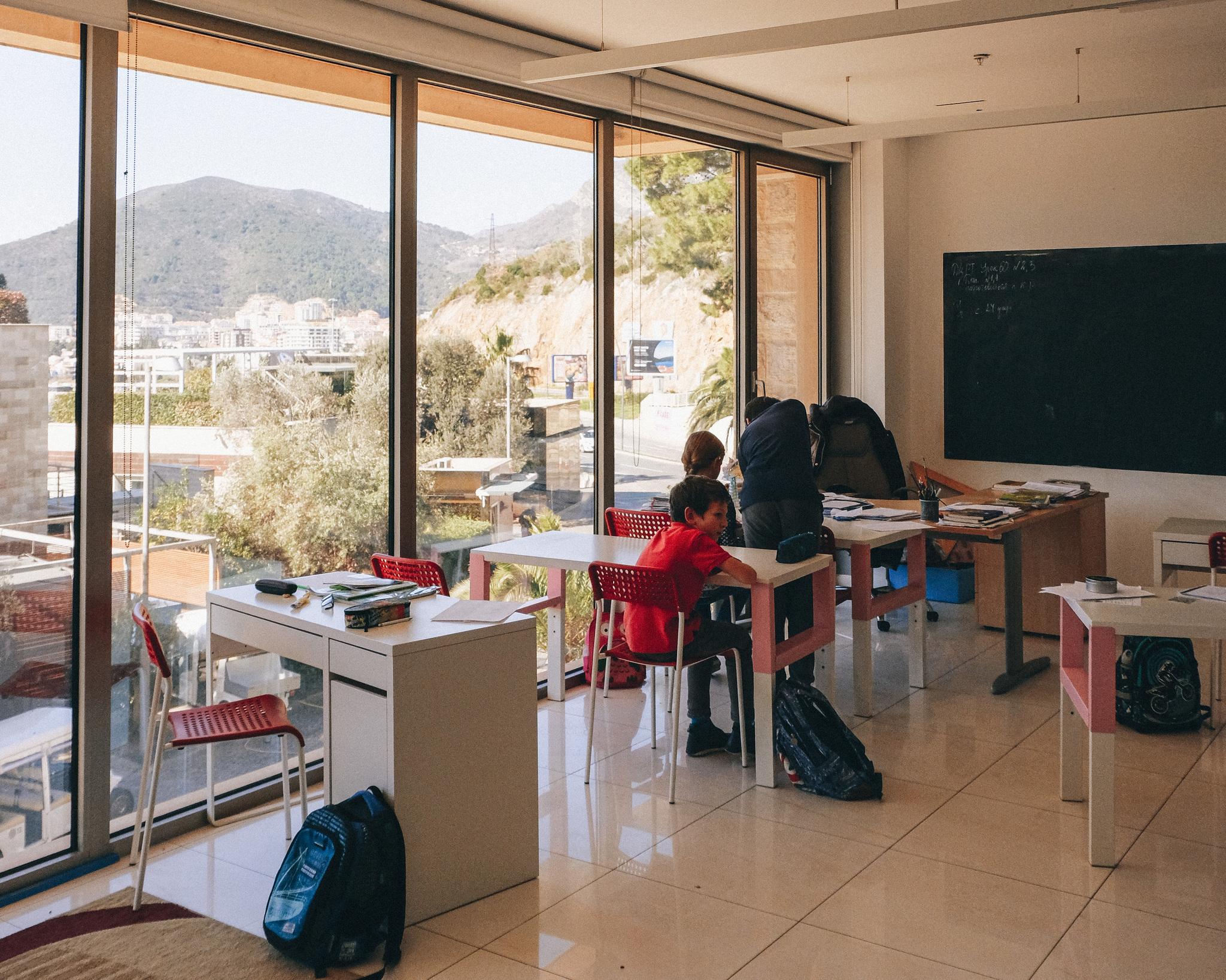 Посмотрели и позавидовали: русская школа в Черногории   Пикабу
